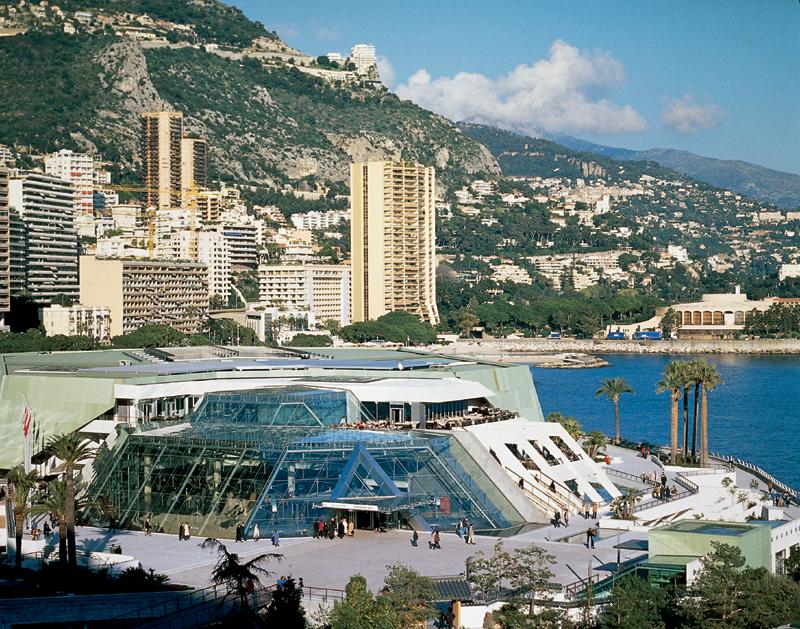 Le centre de congrès, construit en majorité en souterrain permet de dégager un espace public exceptionnel (Source : L'Officiel Galeries et Musées)