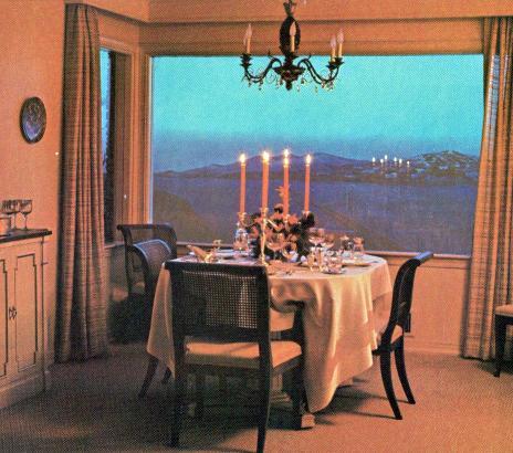 La salle à manger avec vue de l'Underground home de 1964 (Crédits : Underground World Home Corp, Courtesy Bill Cotter)