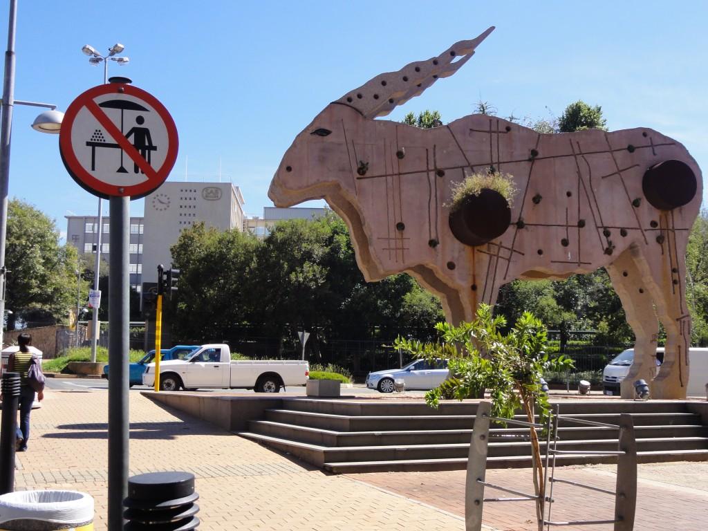 L'Eland, symbole d'une mise en normes de la « ville africaine globale » (© P. Guinard, mars 2010)