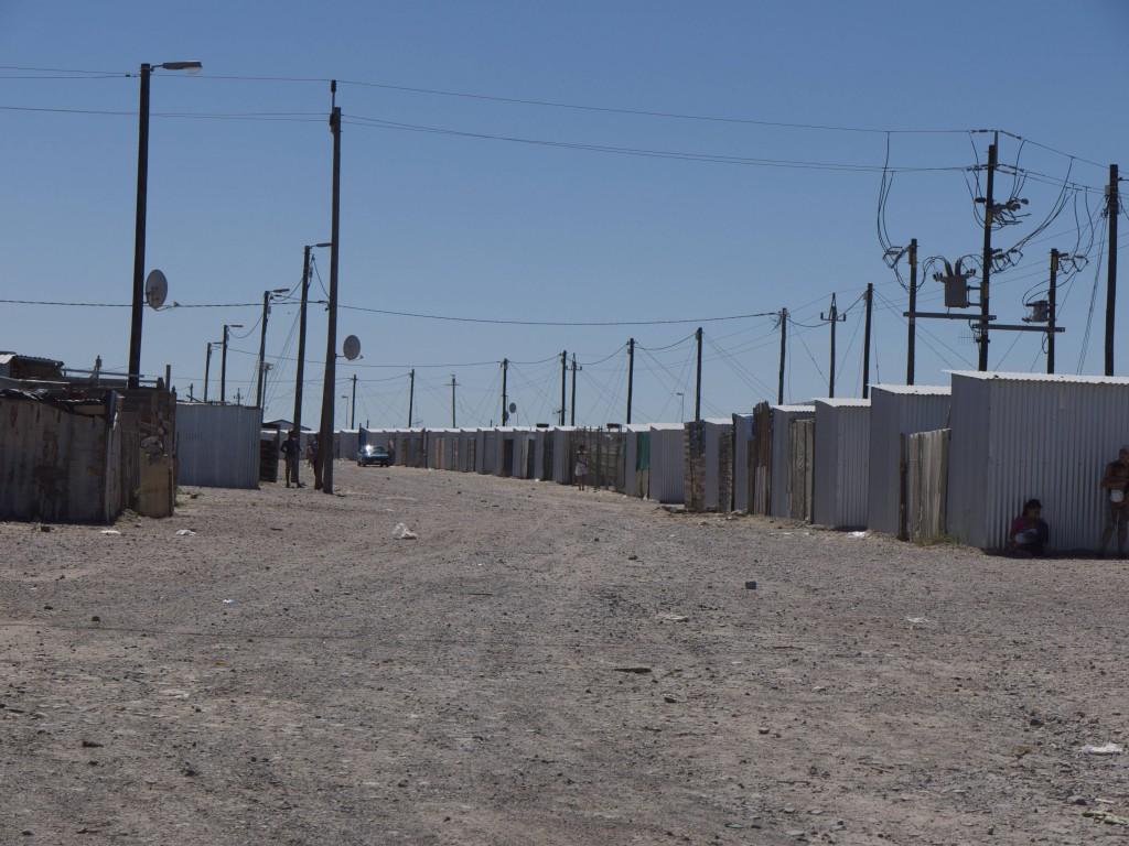 """Blikkiesdorp, le """"village en boites de conserve"""" - zone de relogement transitoire, Cape Town, mars 2013 (M. Houssay-Holzschuch, Photographies réalisées dans le cadre du programme de recherche PERISUD - ANR n°Suds-07-046)"""