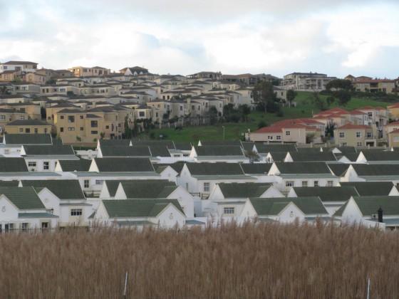 Trois communautés fermées, Durbanville, Cape Town, juillet 2009 (M. Houssay-Holzschuch, Photographies réalisées dans le cadre du programme de recherche PERISUD - ANR n°Suds-07-046)
