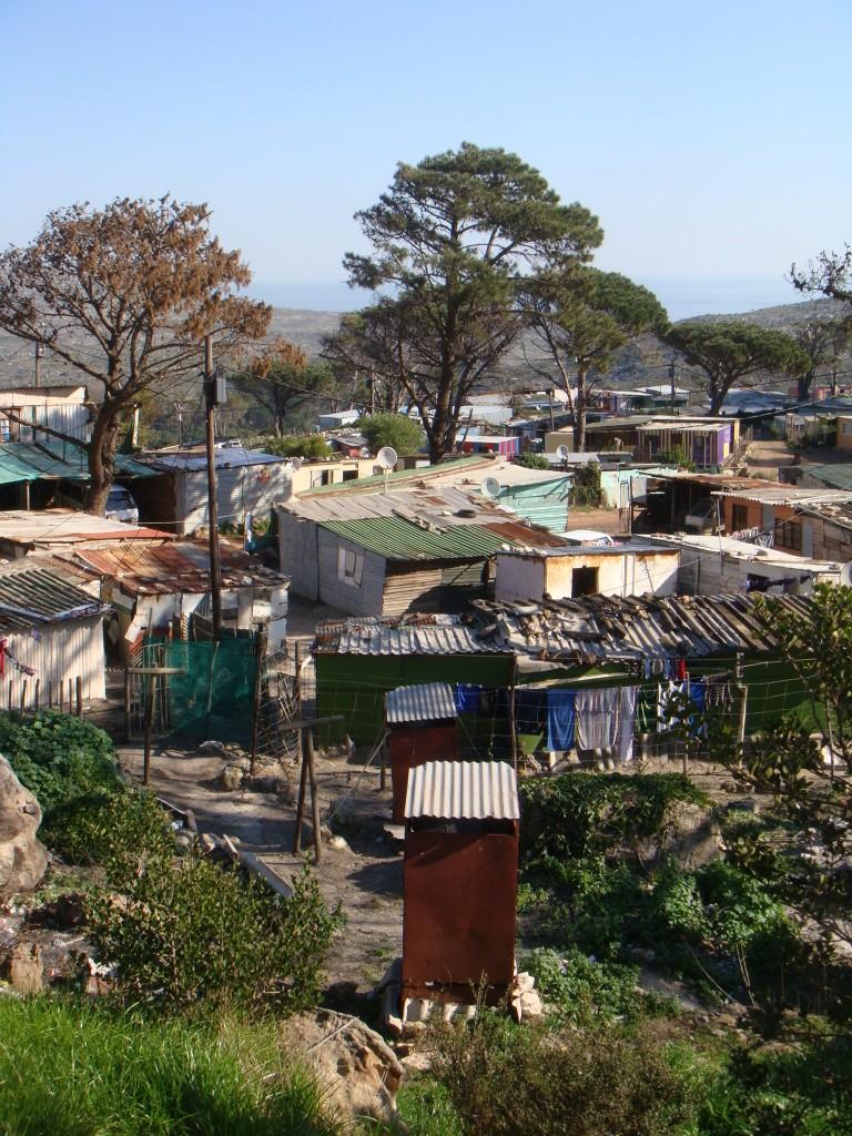 Red-Hill (Sud Ouest de Cape Town) : toilettes partagées et shacks (Tavin. 07/11)