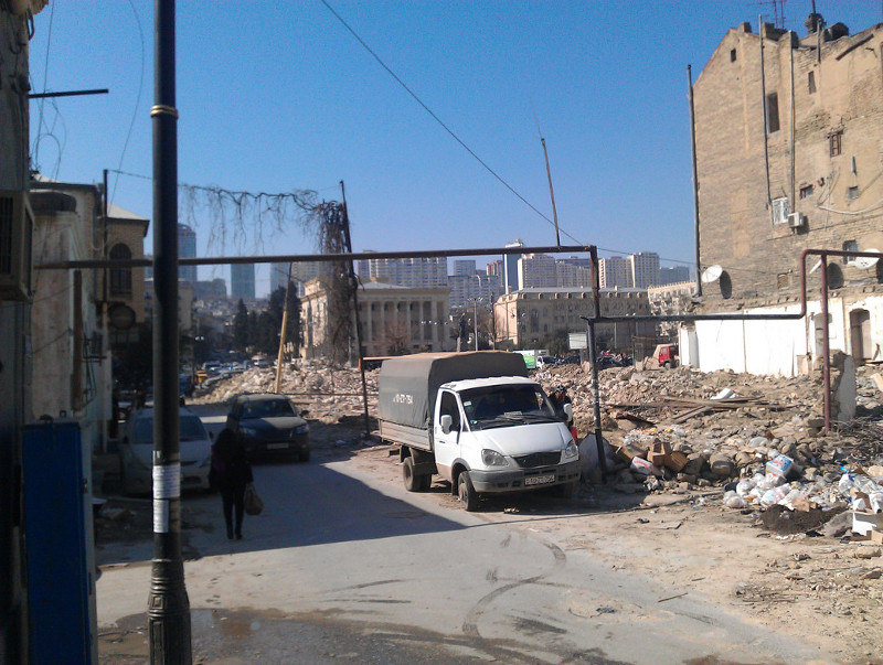 Maisons détruites rue Füzuli lors du chantier du « jardin d'hiver ». (N.Crosnier 2012)