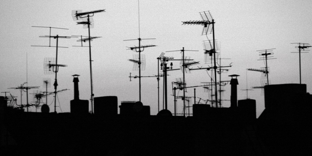 Pour une ethnographie des réseaux sans fil communautaires: Implémenter des technologies décentralisées pour agir contre la crise à Détroit