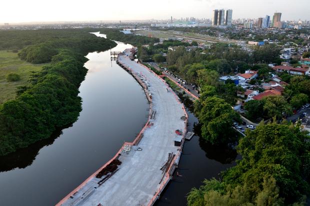 La construction de la Via Mangue à Recife (Photo: Cristiane Silva/Esp.DP/D.A Press, 20/09/2013)