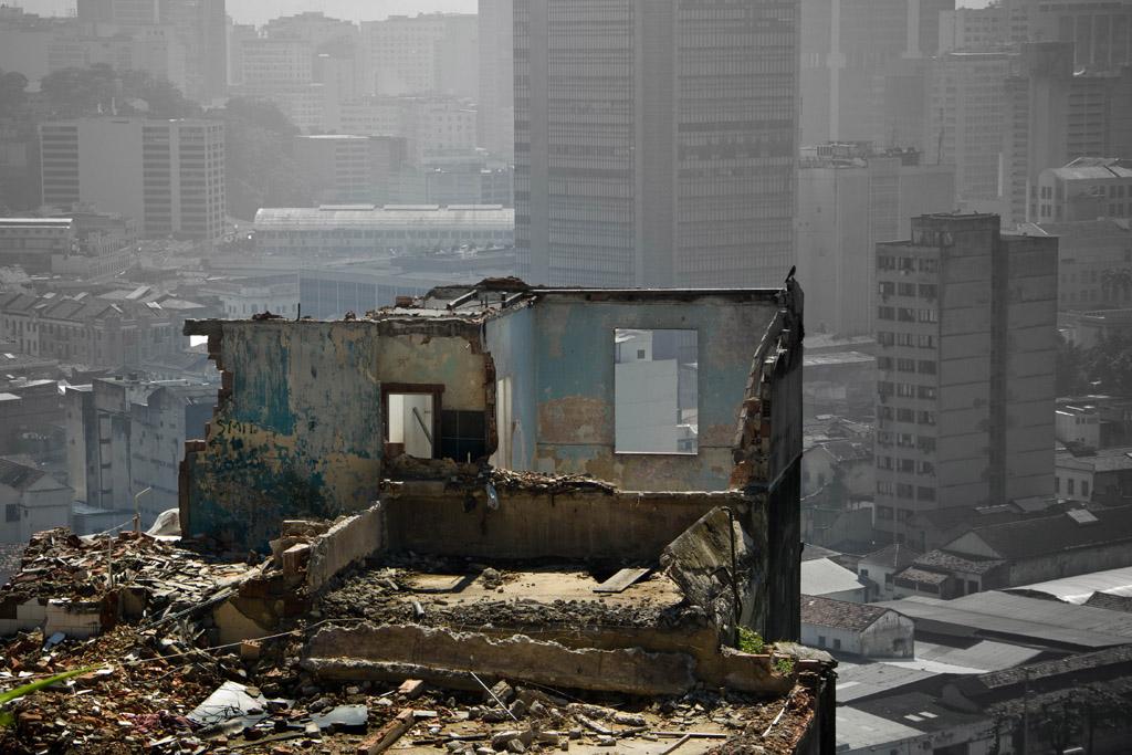 Destruction de quelques habitations sur le Morro da Providência à Rio de Janeiro (Photo: Luiz Baltar pour le projet « Tem Morador », 17/12/2011)