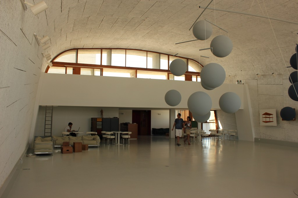Le gymnase transformé en espace d'exposition