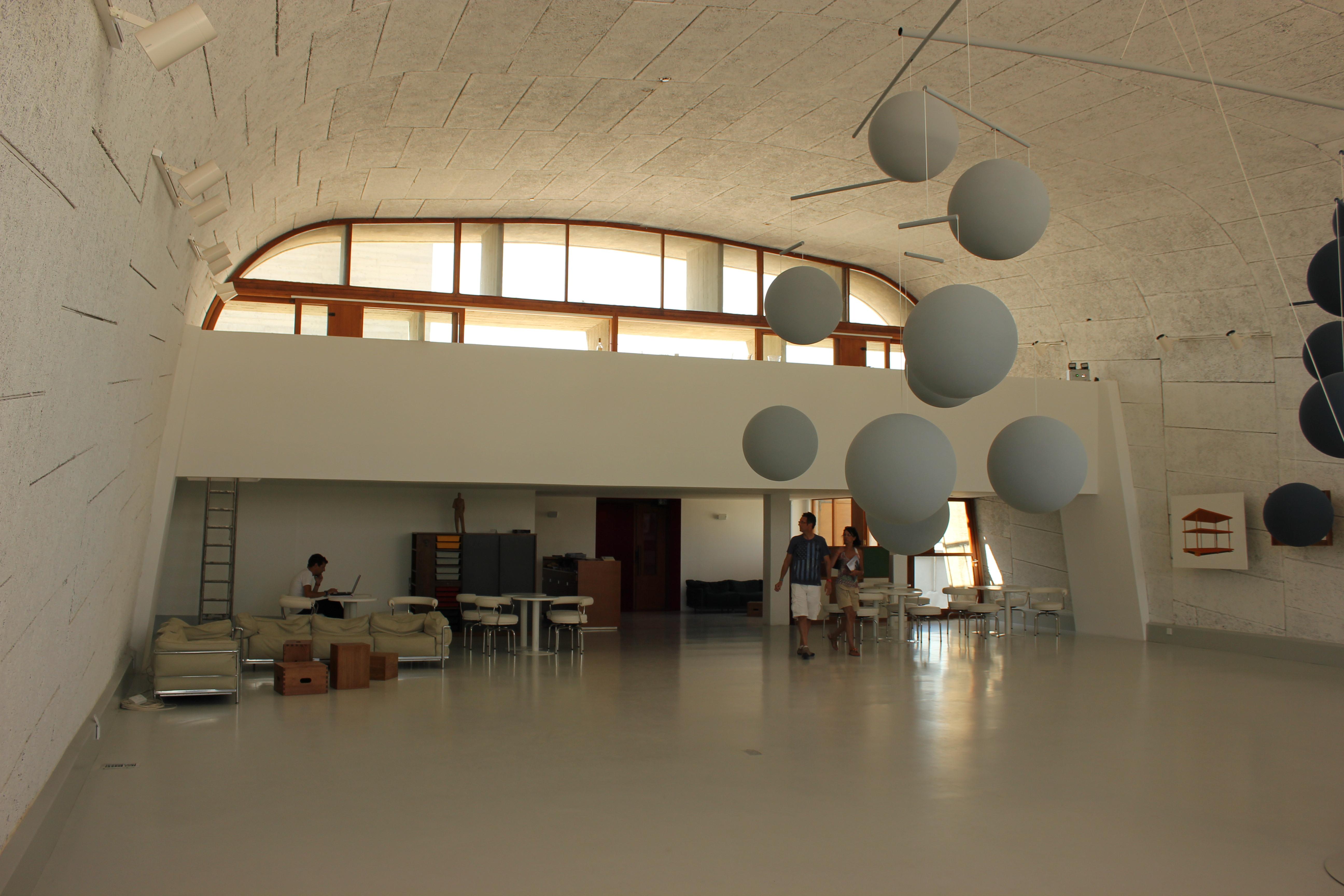 Hangar Transforme En Maison #6: ... Hangar Transforme En Maison #13: Le Gymnase Transformé En Espace  Du0027exposition ...