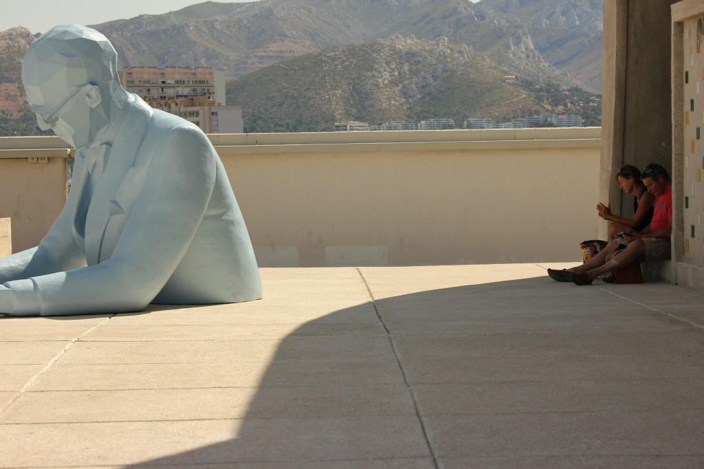 Le Corbusier, Statue de Xavier Veilhan sur le toit de la Cité Radieuse