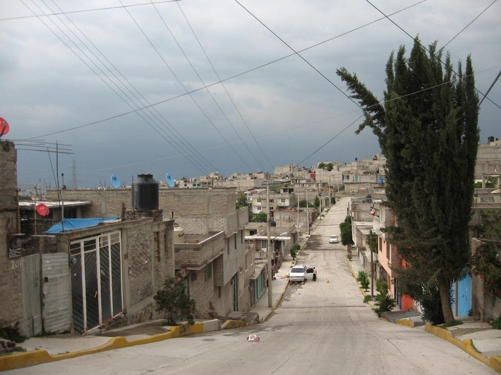 4. Travaux récents de voirie dans une colonie en cours de consolidation à Ampliación Jorge Jiménez Cantú, La Paz, État de Mexico (Valette, 2011)