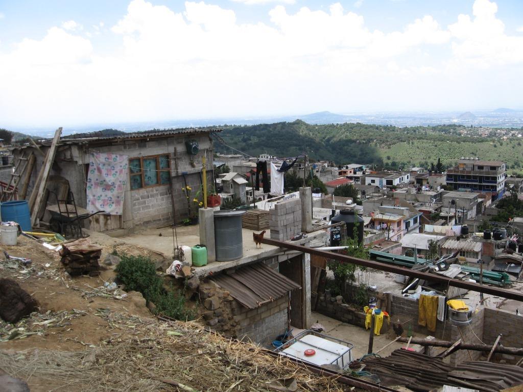 6. Extension villageoise sur des terrains agricoles dominant la vallée de Mexico, à San Pablo Oztotepec, Milpa Alta, DF (Valette, 2011)