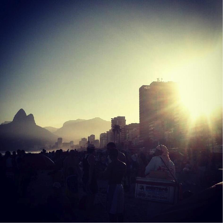 Rassemblement festif de fin de journée sur Ipanema (Patry, 2012)