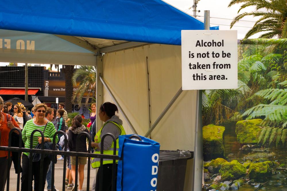 8. Des frontières strictes dans le St Kilda Festival entre dry zone et espaces où la consommation d'alcool est tolérée (Dorignon, 2011)