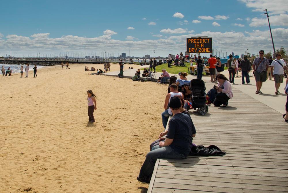 9. Des marqueurs spatiaux aux frontières de la ville sur la plage de St Kilda (Dorignon, 2011)