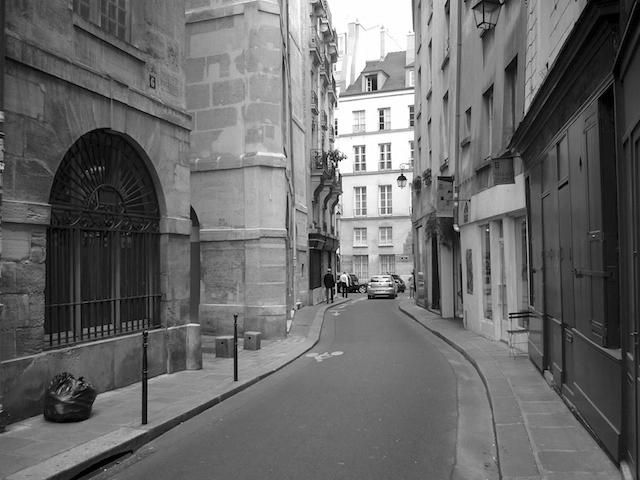 Rue Charlemagne, rue sinueuse et poreuse dans le quartier du Marais, Paris (French Moments, 2012)