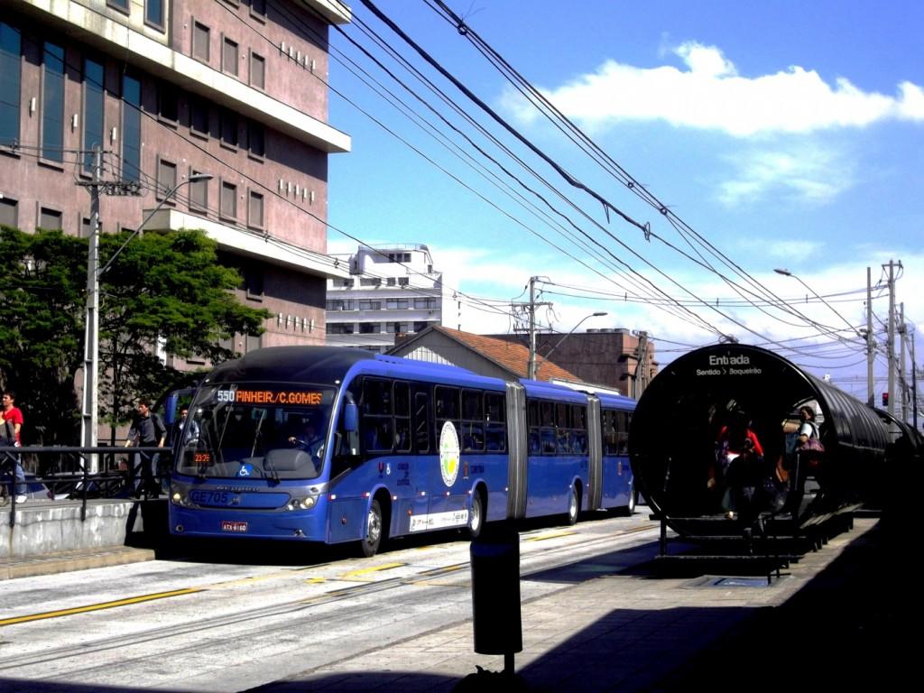 Une station de BHNS à Curitiba, La Via del Sur, Décembre 2012