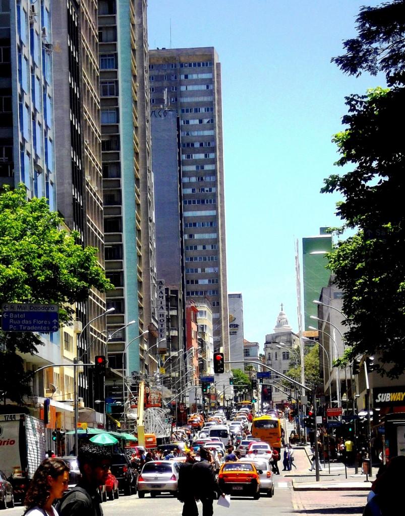 Une avenue congestionnée de Curitiba, La Via del Sur, Décembre 2012