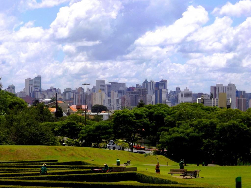 Skyline de Curitiba depuis le Jardim Botânico de Curitiba, La Via del Sur, Décembre 2012