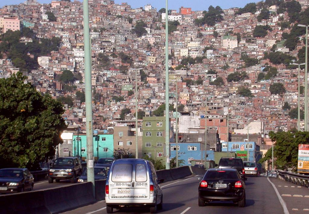 La favela de Rocinha à Rio de Janeiro (Théry, 2003).