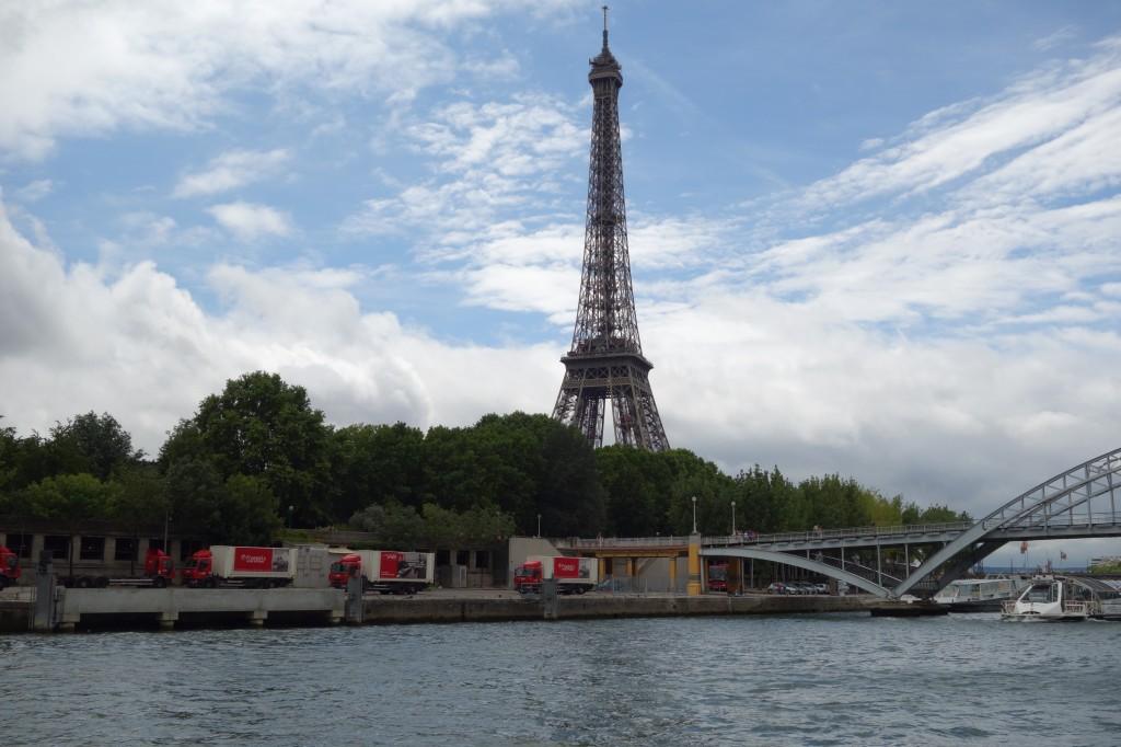 3. Le fleuve, outil de l'alimentation urbaine: port de la Bourdonnais – Tour Eiffel. (Jean Debrie, 6 juillet 2014)