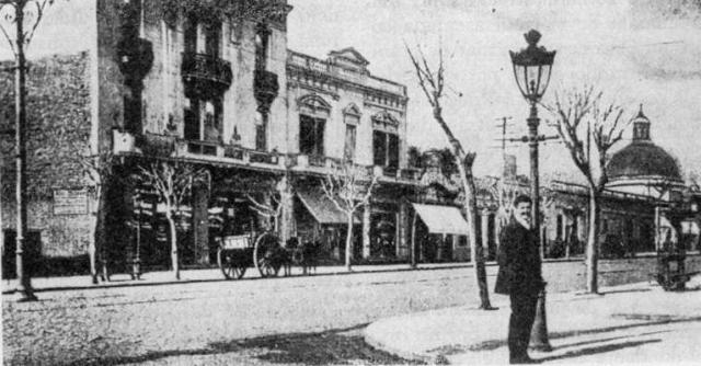 Buenos Aires, quartier de Belgrano. Croisement des rues Cabildo et Mendoza (anonyme, début du XXe siècle).