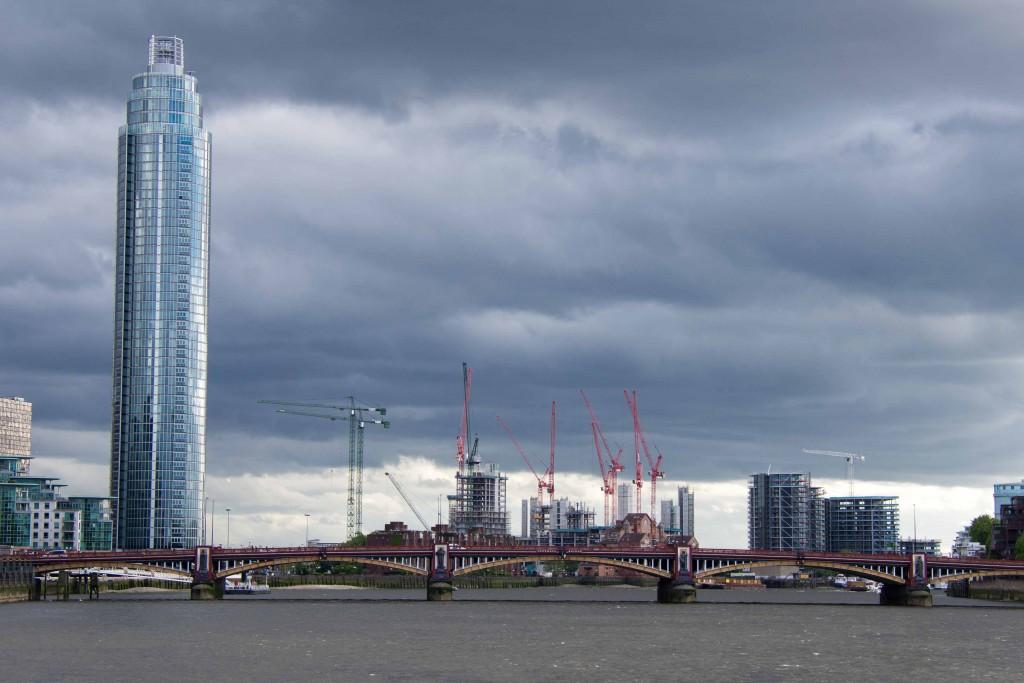 St George Wharf Tower, logements vendus prioritairement en Asie du Sud-Est (Appert, 2014)