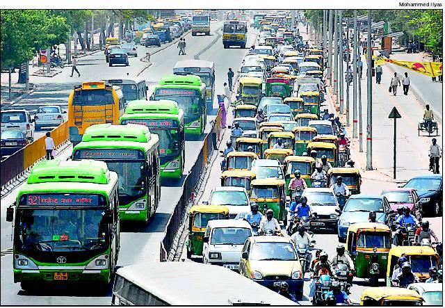 Illustration 1: le corridor BRTS au milieu des voies de circulation mixtes saturées (Source: Ilyas, 2008)