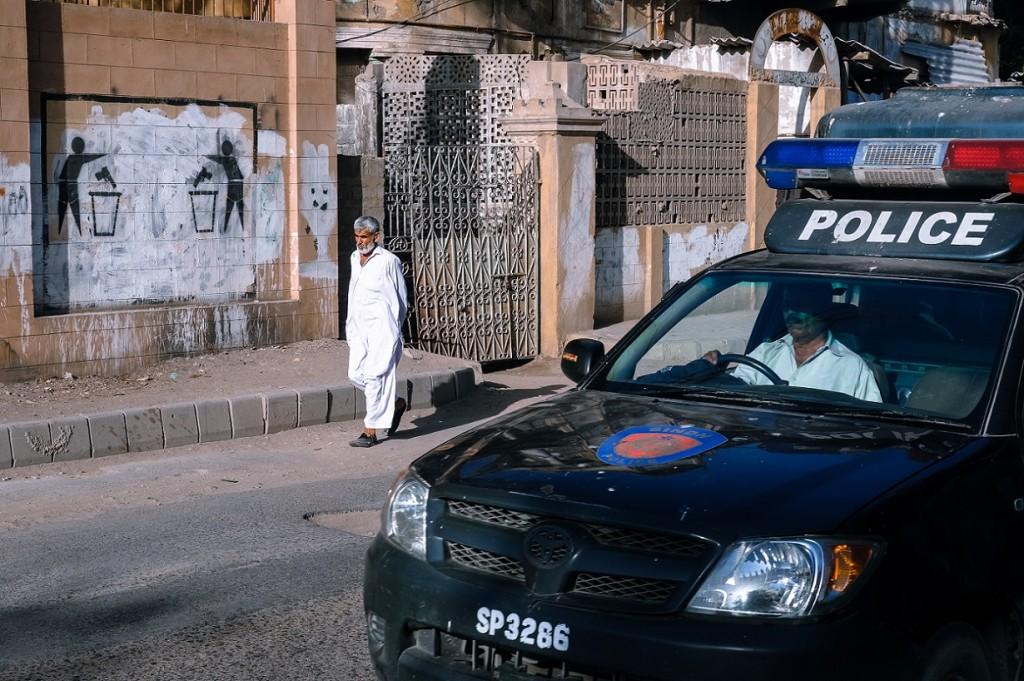 Patrouille de police dans le quartier de Saddar (Gayer, 2014).