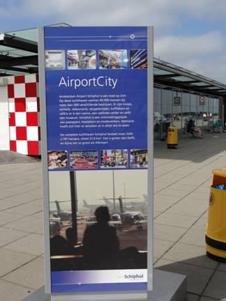 Promotion sur les terrasses de Schiphol de l'Airport City. Source: J.-B Frétigny 2012