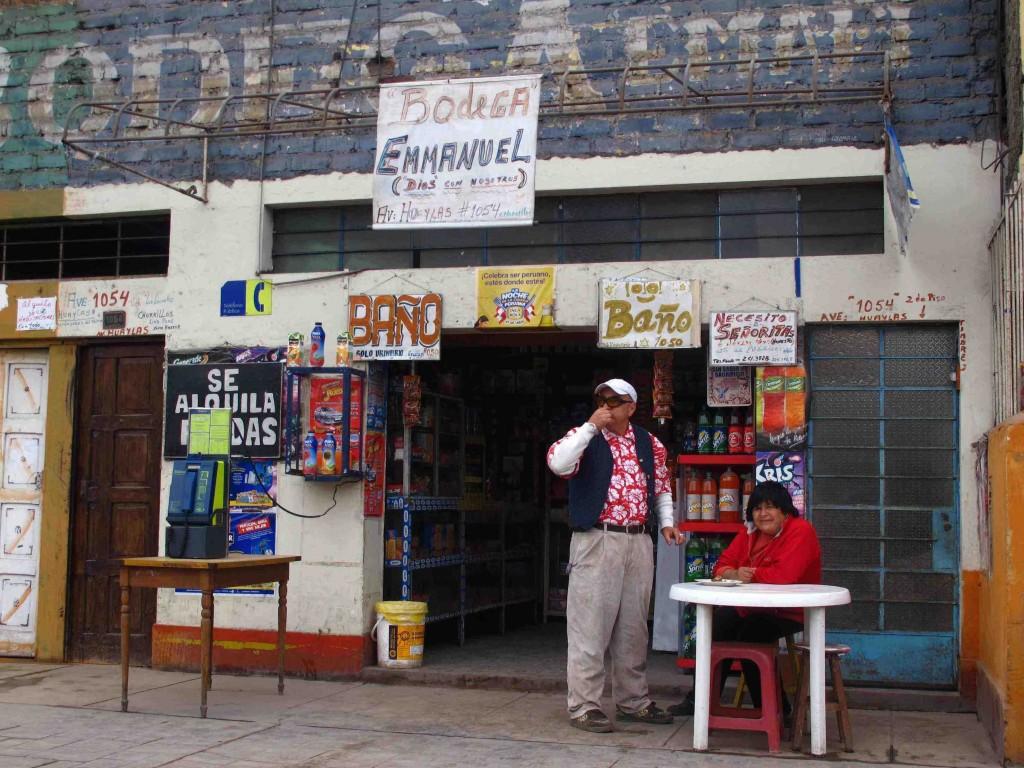Illustration 1 : épicerie située face à la prison de Chorrillos où fonctionne un système de consigne pour les visiteurs (Constant, 2012)