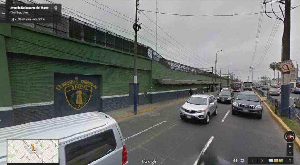 Illustration 4 : la prison de Chorrillos se situe le long d'une avenue très fréquentée (Google Street View, 2015)