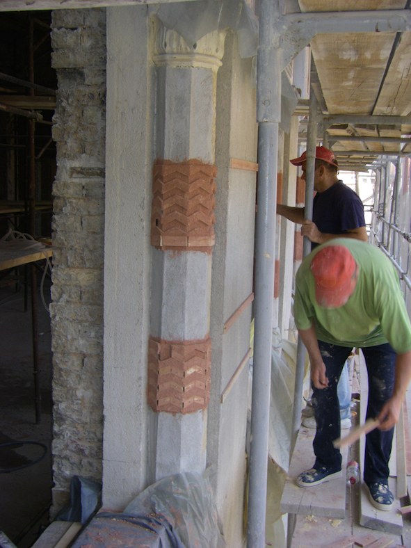 4. En 2012, restauration « à l'identique » des façades, des stucs, d'enduits et de mortiers colorés, de pierre de taille