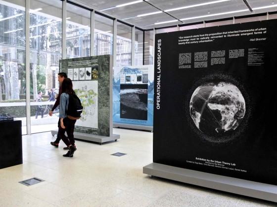 Figure 1 : La salle de l'exposition Operational Landscapes dans la Melbourne School of Design (Dorignon, 2015, œuvres UTL-GSD Harvard)