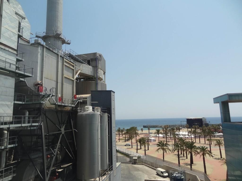 3. Entre les deux unités productives de l'écoparc Forum - Sant Adrià de Besòs, la scène du Barcelona Beach festival accueille un certain David Guetta (Bouton, 2015)