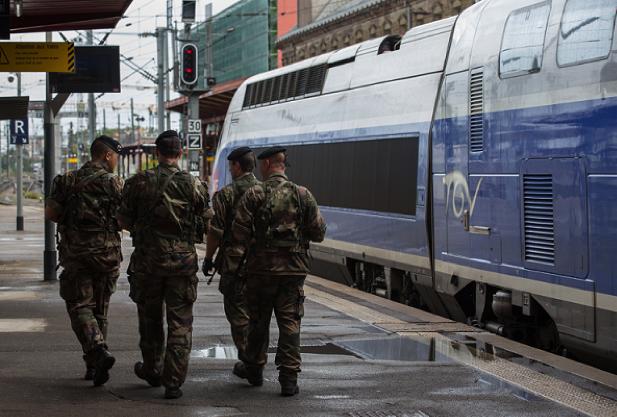 Application du plan Vigipirate en gare de Strasbourg, le 19 août 2013 (Wikipédia)