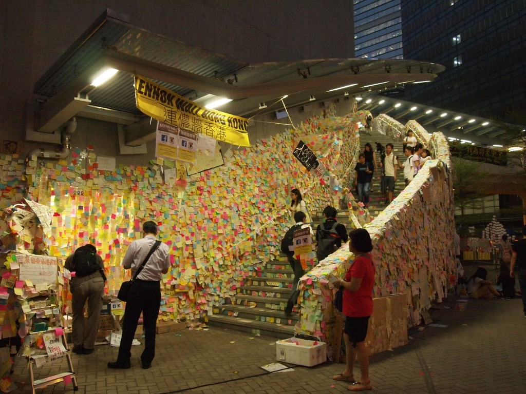 8. Le Lennon Wall, Hong Kong (Wikimédia Commons, 2014)