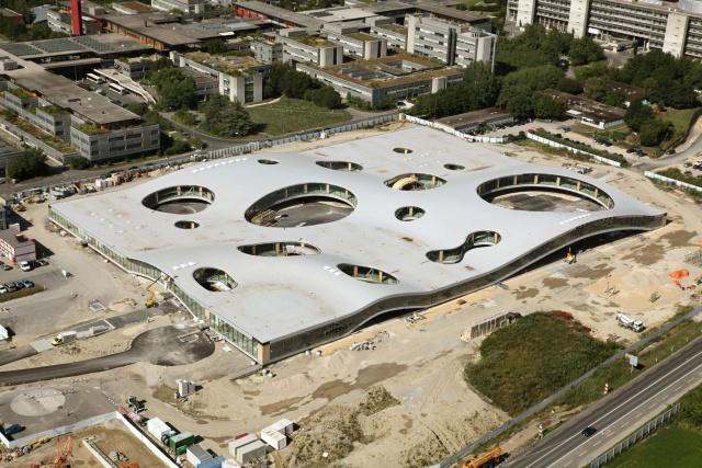 2. Rolex Learning Center, École polytechnique fédérale, Lausanne (Epfl-Alain Herzog [domaine public], via Wikimedia Commons, 2009)