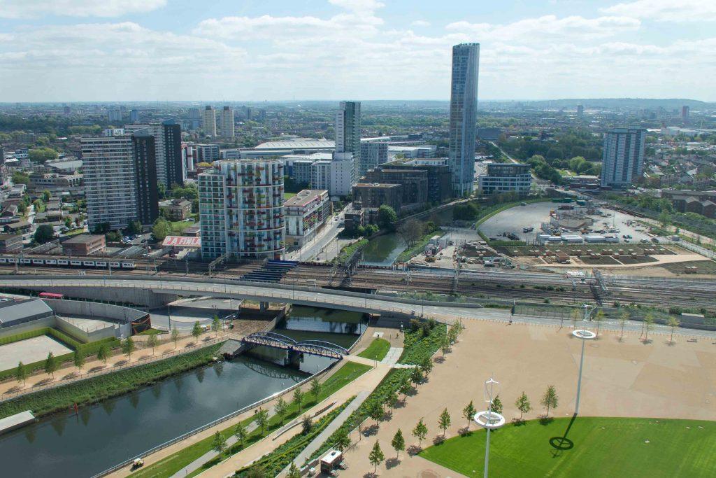 Nouveau parc urbain Queen Elizabeth II et opérations immobilières au site du site olympique, Stratford, Manuel Appert, 2014.