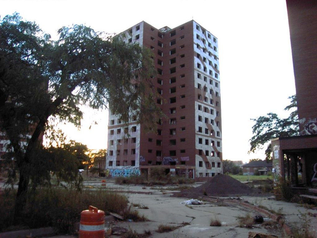 5. Les Brewster-Douglass Homes prêts pour démolition (Briche, 2013)
