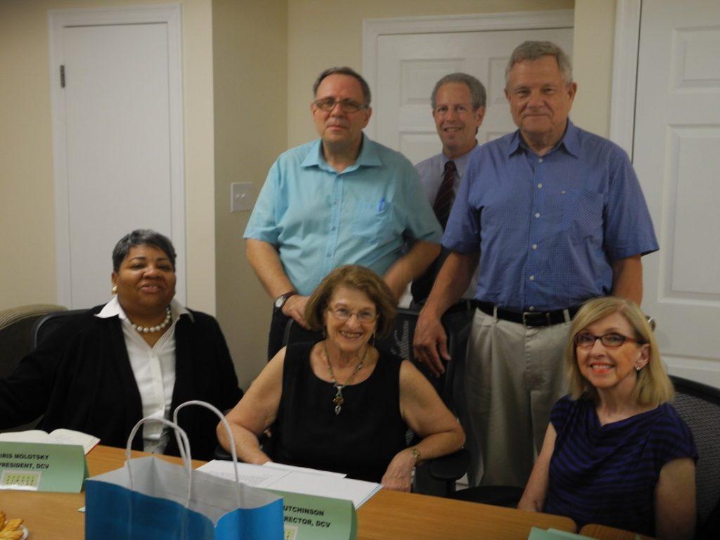 4. Gestionnaire (au premier rang, au centre) et membres du conseil de Dupont Circle Village (Pihet, 2014)
