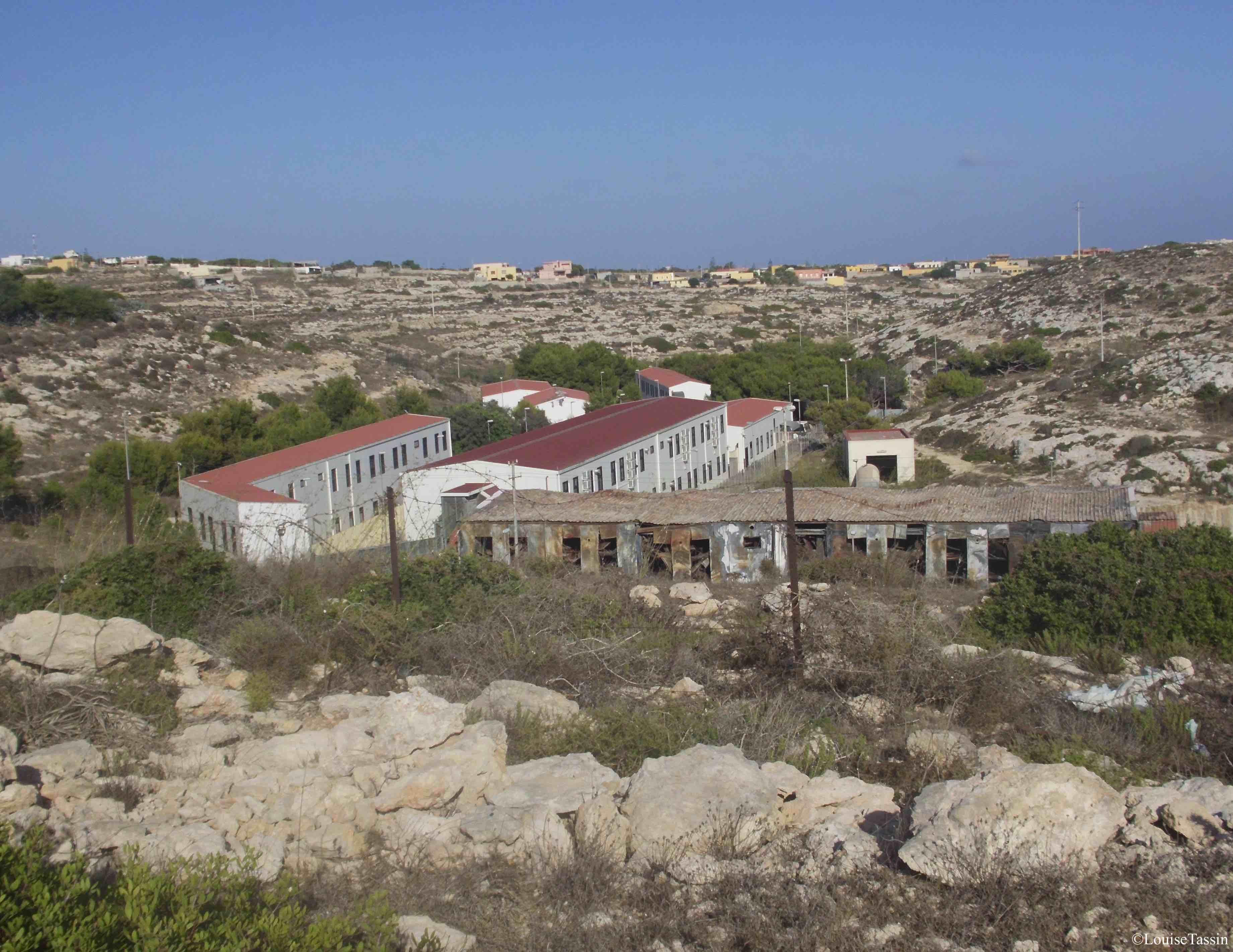 12. Le centre de Lampedusa en juillet 2012 (Louise Tassin)