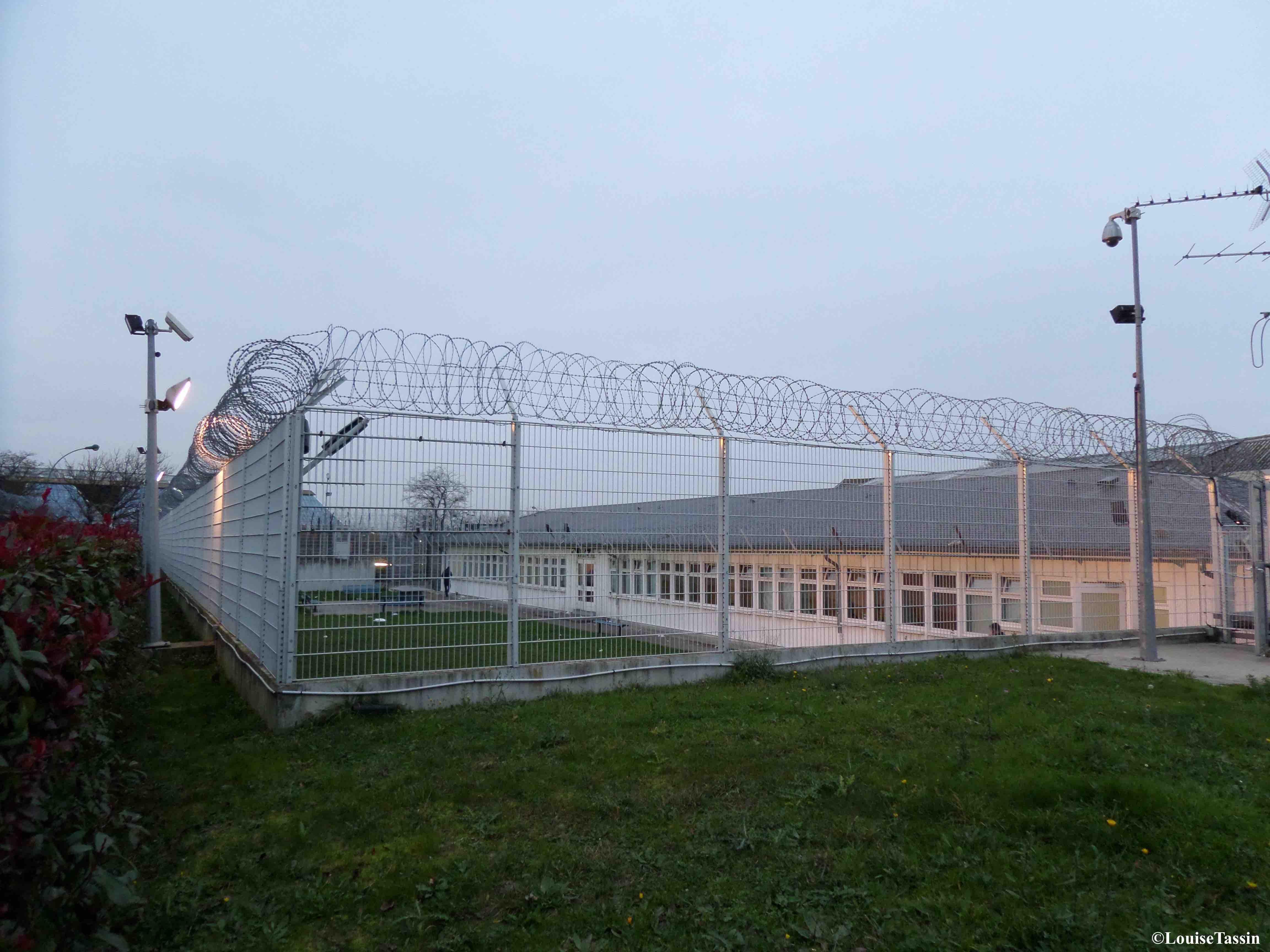 2. Cour extérieure dans le centre de rétention de Paris-Vincennes en novembre 2014 (Louise Tassin)