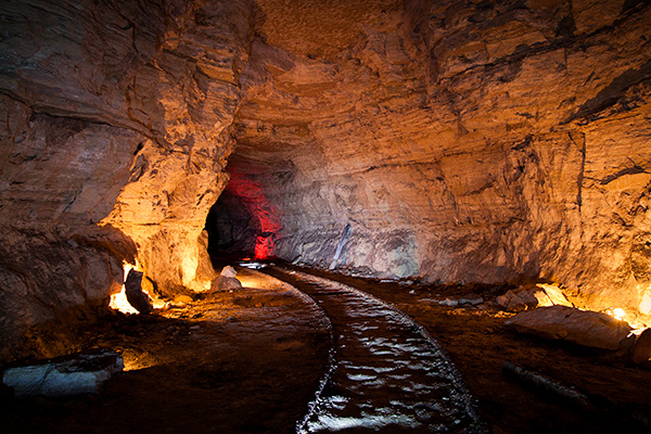 Chemin de fer permettant d'extraire la roche dans cette carrière de gypse