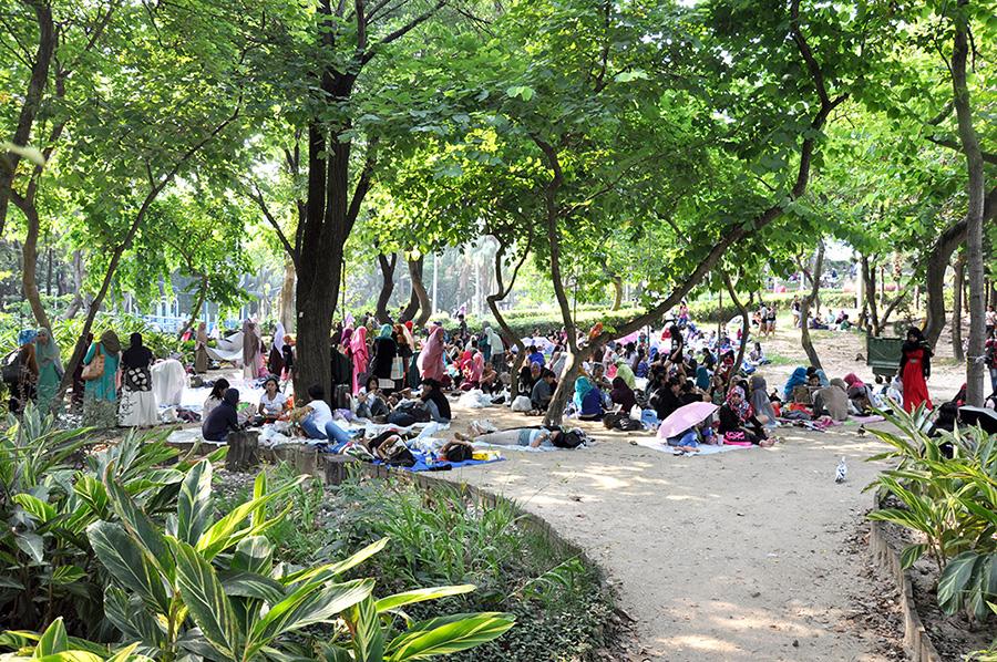 Le Bauhina Garden du Victoria Park un dimanche. Les arbres permettent de se protéger du soleil et d'avoir un peu d'intimité.